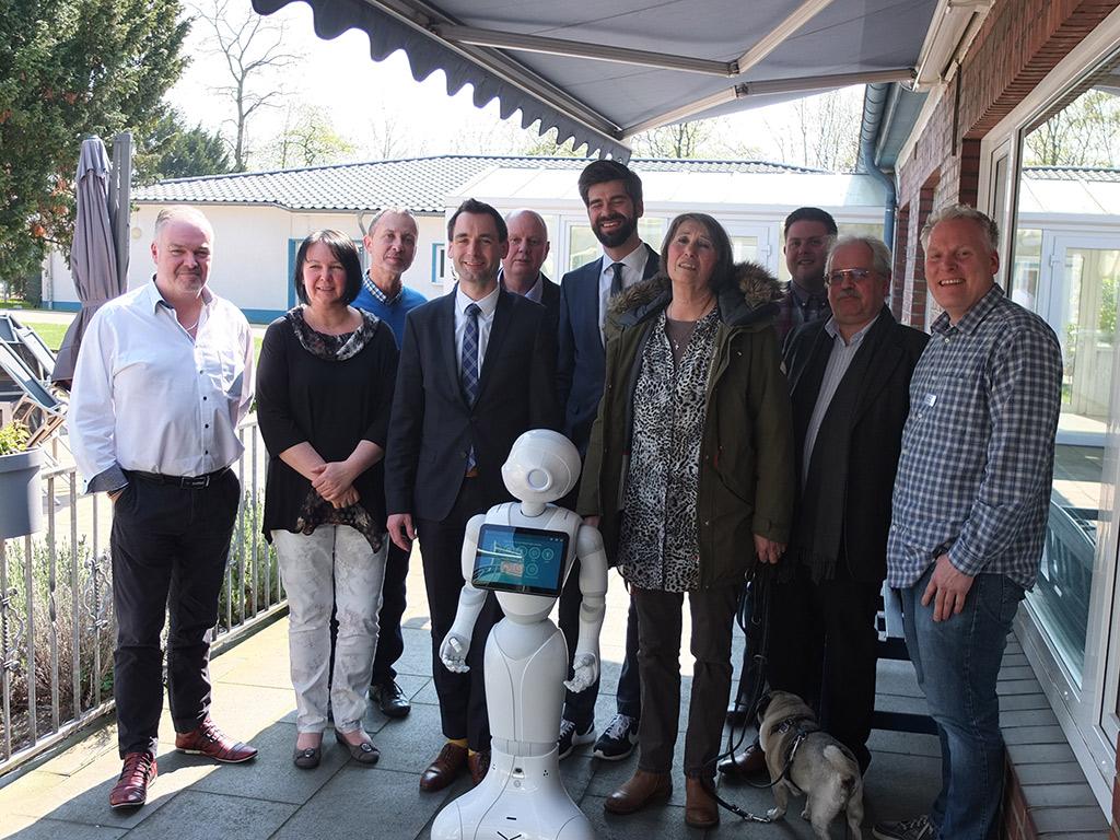 Vertreter der Staatskanzlei NRW besuchen die AG Robotik
